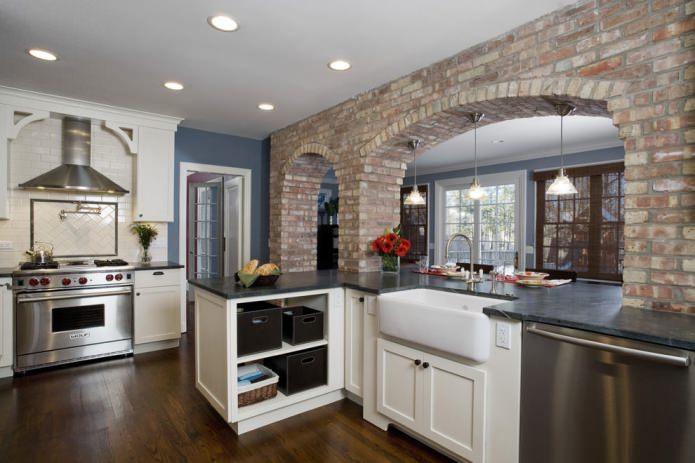 arche de briques dans la cuisine