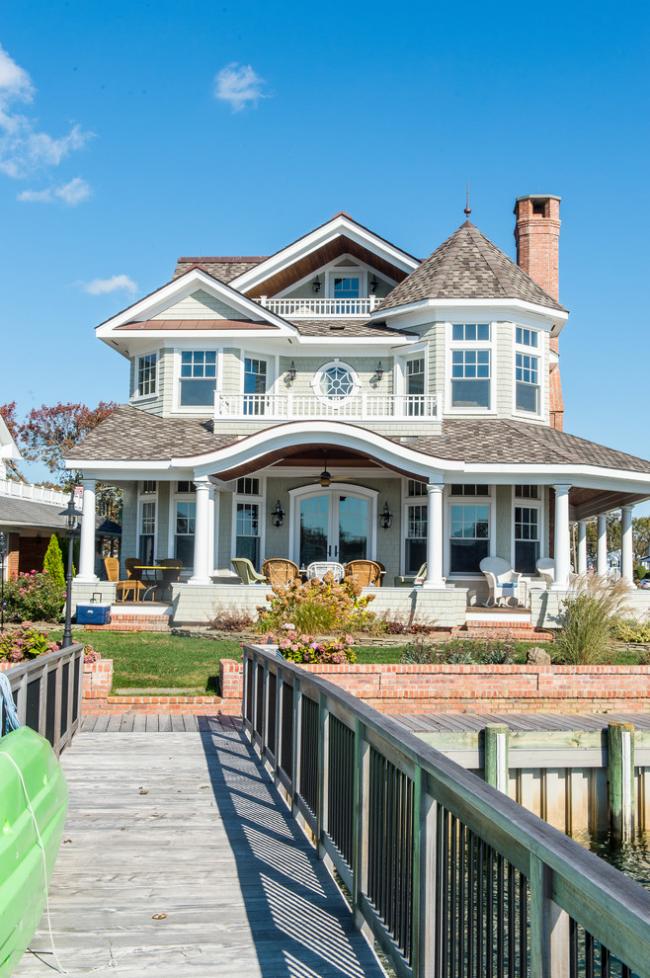 Les maisons recouvertes de tuiles souples résistent à toutes les attaques des éléments naturels