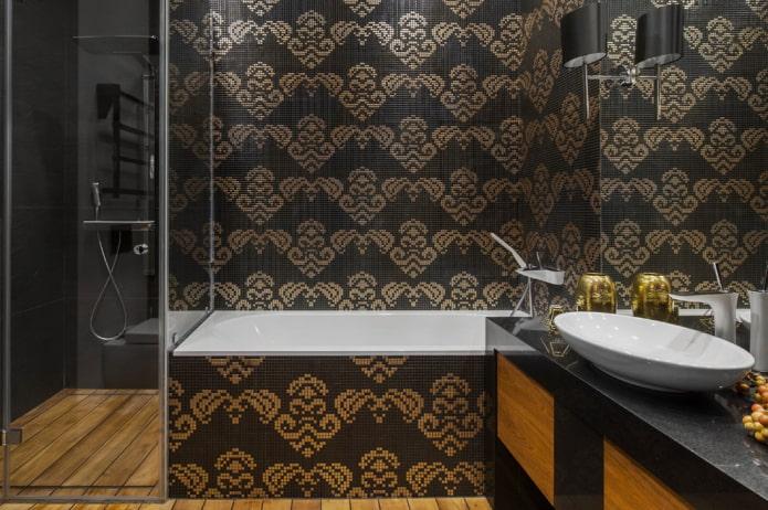 mosaïque sur le mur à l'intérieur de la salle de bain