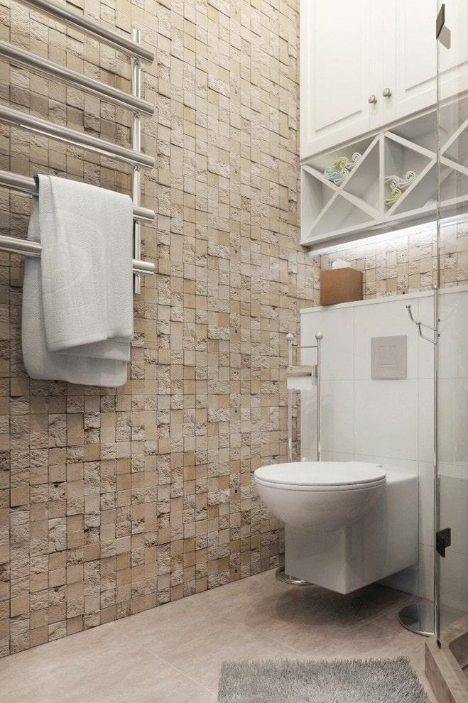 carreaux de mosaïque en pierre dans la salle de bain