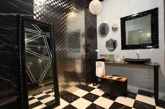 carreaux de mosaïque en métal dans la salle de bain