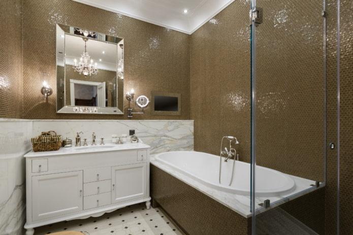 carreaux de mosaïque de verre dans la salle de bain