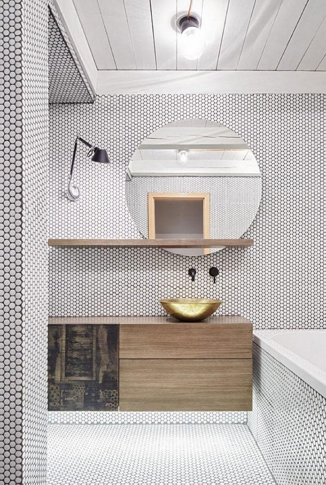 carreaux de mosaïque ronds dans la salle de bain