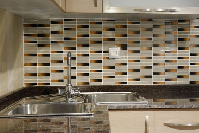 mosaïque en forme de rectangles dans la cuisine