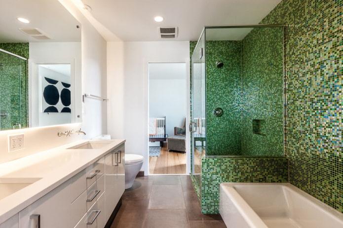 carreaux de mosaïque verte dans la salle de bain