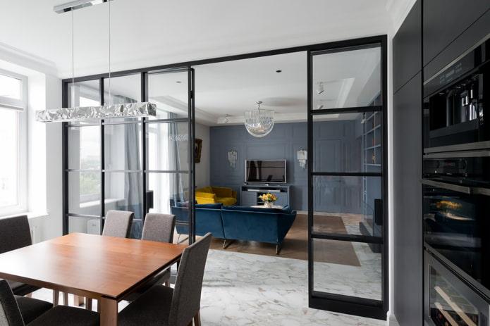 cloison vitrée à l'intérieur de la cuisine-salon