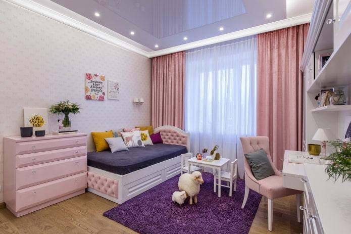 rideaux de nuit dans la chambre des enfants