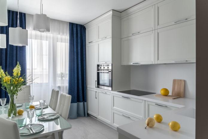 rideaux bleu nuit dans la cuisine