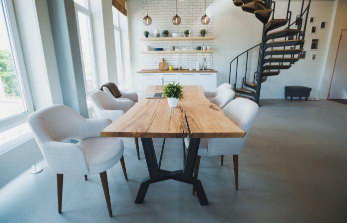 table en bois naturel