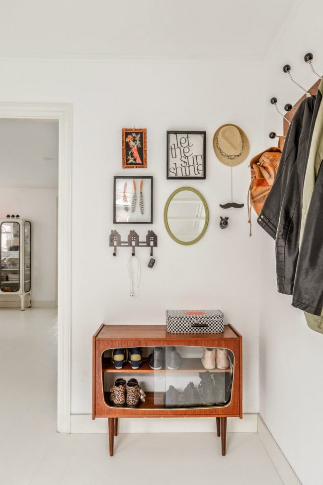 Les meubles rétro sont parfaits pour une armoire à chaussures