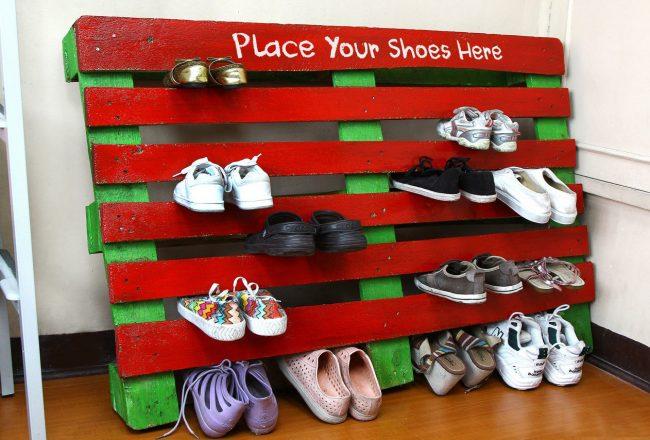 Étagère à chaussures lumineuse de la palette