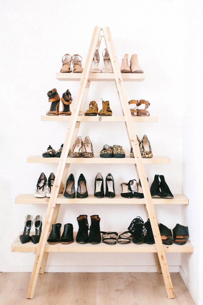 Une excellente solution pour une étagère en bois pour un grand nombre de chaussures