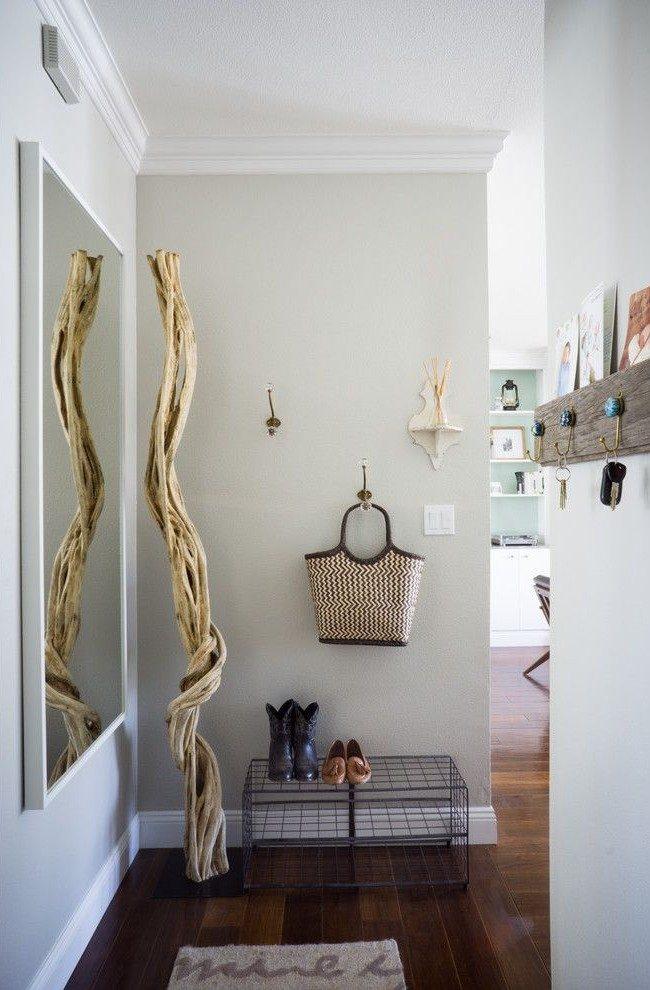 Étagère soudée à partir de grilles dans un couloir traditionnel