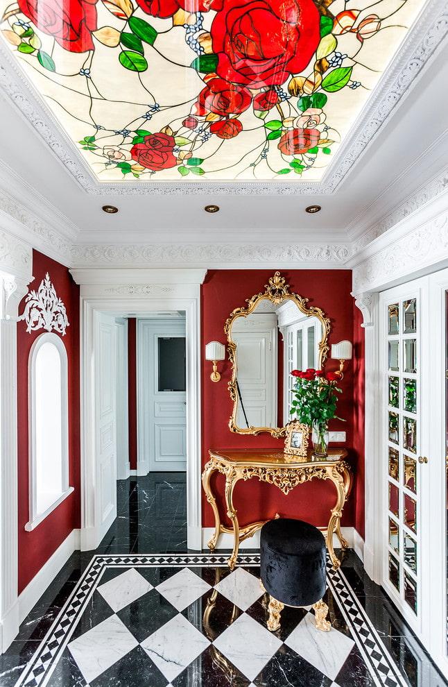 plafond de verre à l'intérieur du couloir