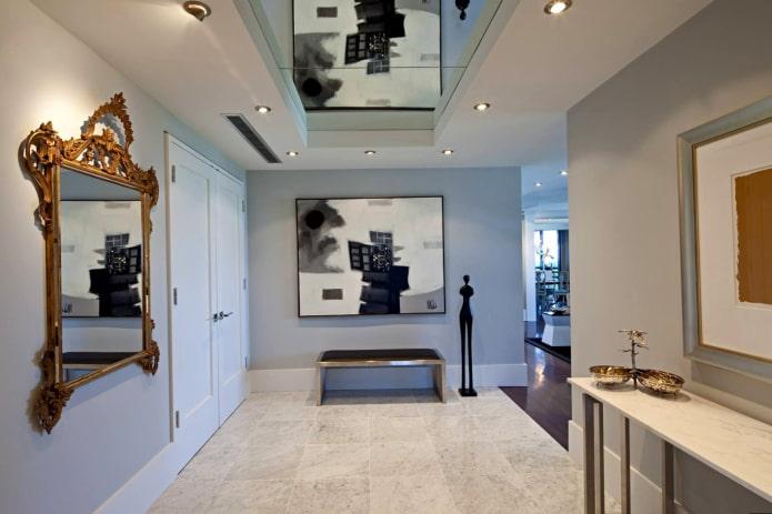 plafond en miroir à l'intérieur du couloir