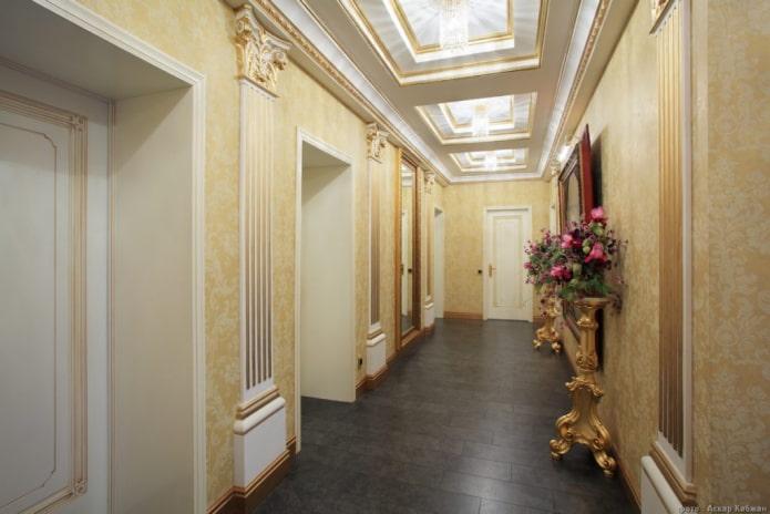 structure de plafond à caissons dans le couloir