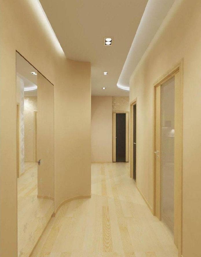 structure de plafond à deux niveaux dans le couloir
