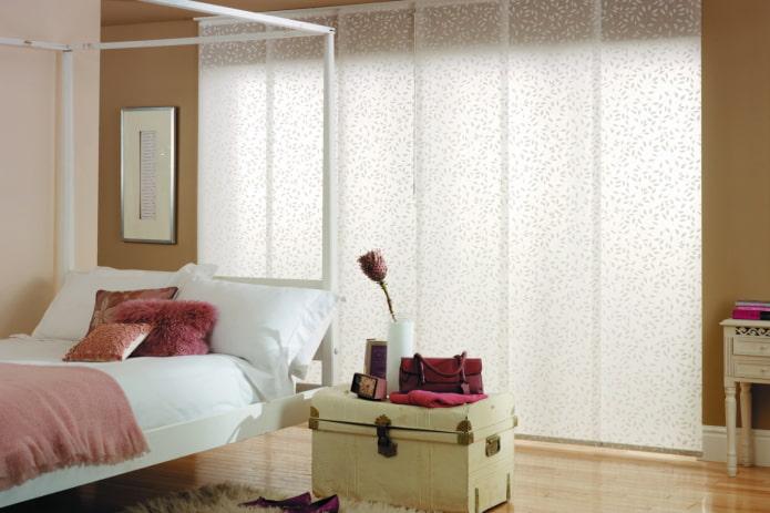 Panneaux japonais à l'intérieur de la chambre