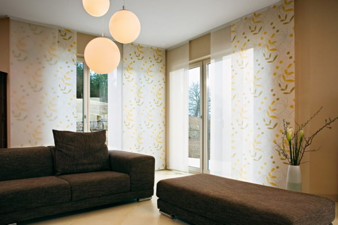 Panneaux japonais à l'intérieur du salon