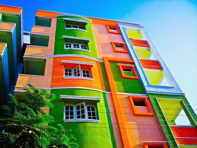 Différentes couleurs de plâtre décoratif aideront à acquérir un look unique pour le mur.