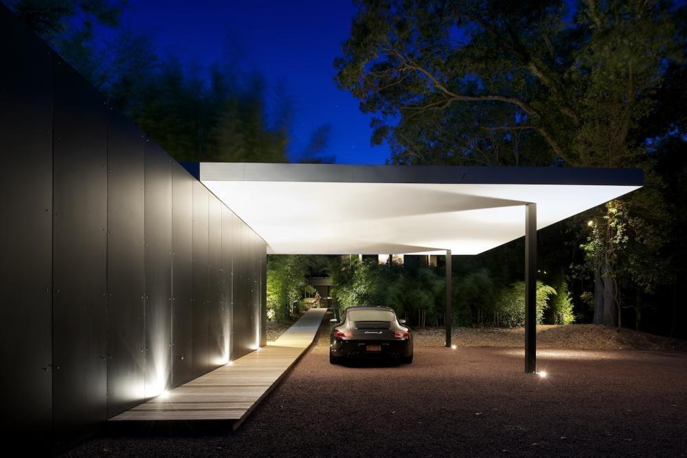 Abri d'auto avec une passerelle de l'abri d'auto à la maison