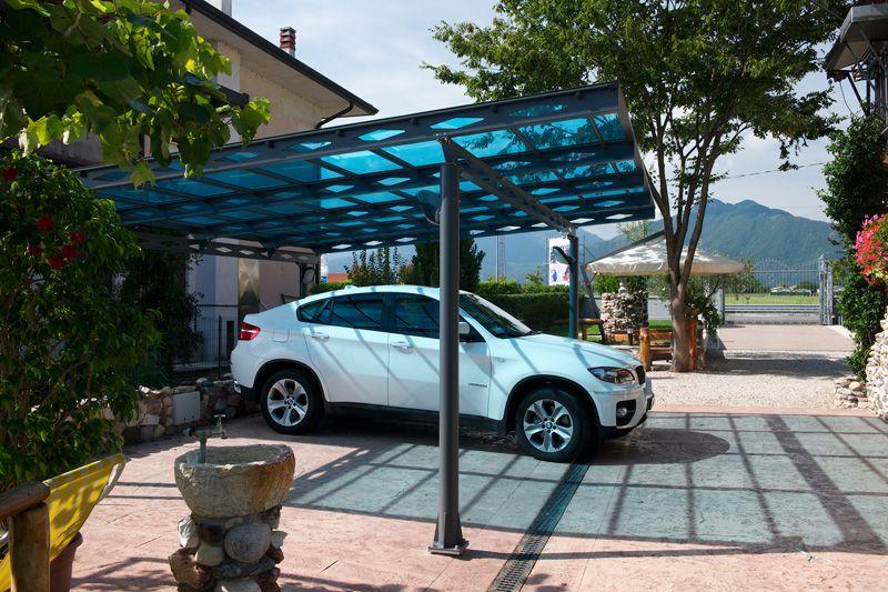 Auvent en métal avec toit en polycarbonate