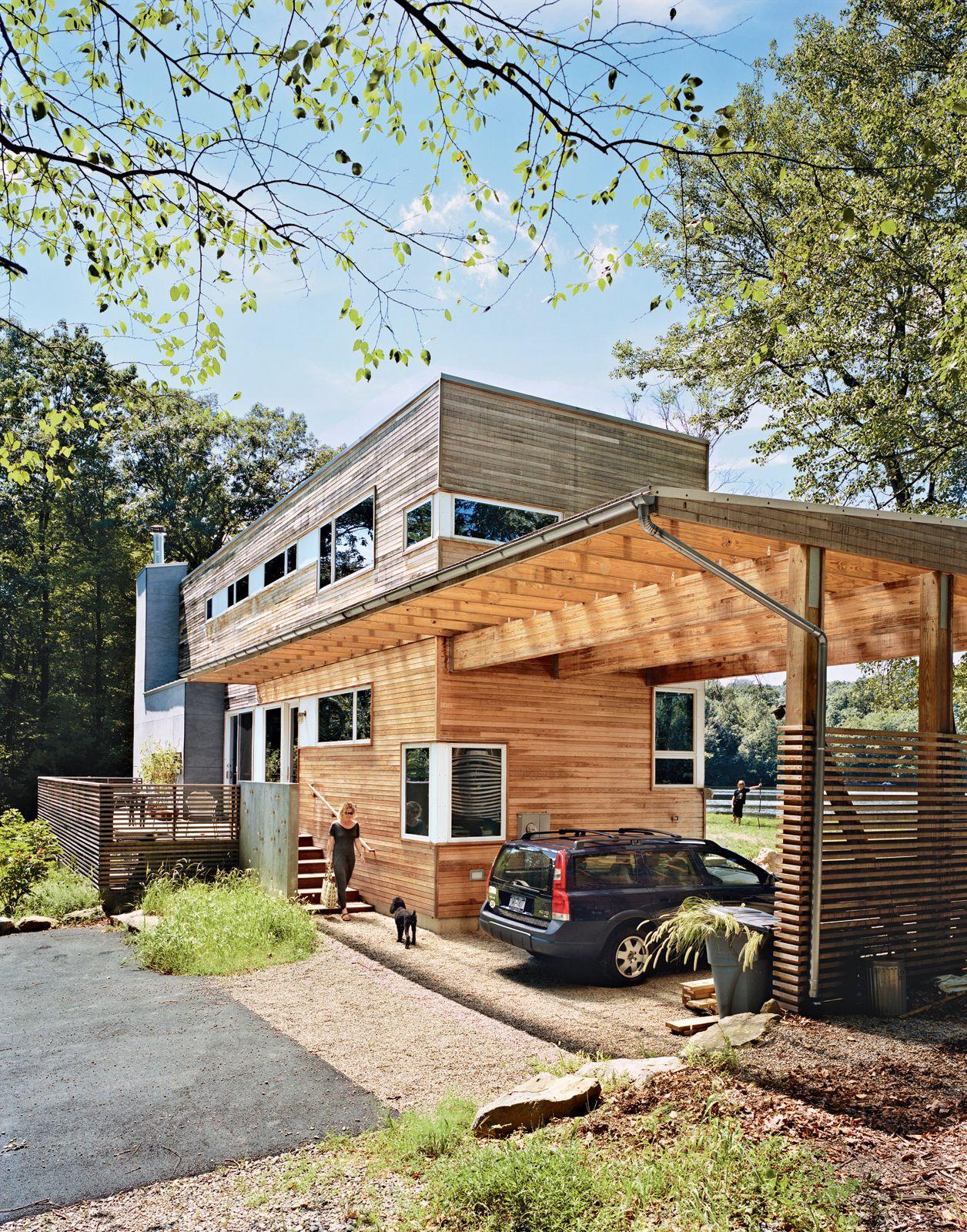 Auvent en bois dans une maison en bois