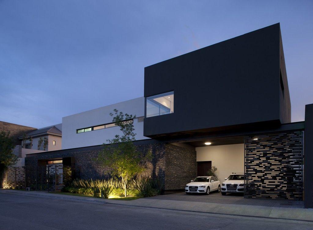Carport dans une niche d'une maison moderne