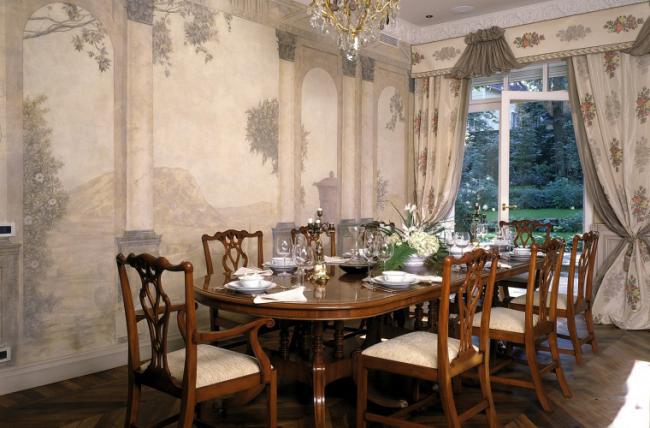 Salle à manger de style Empire traditionnel