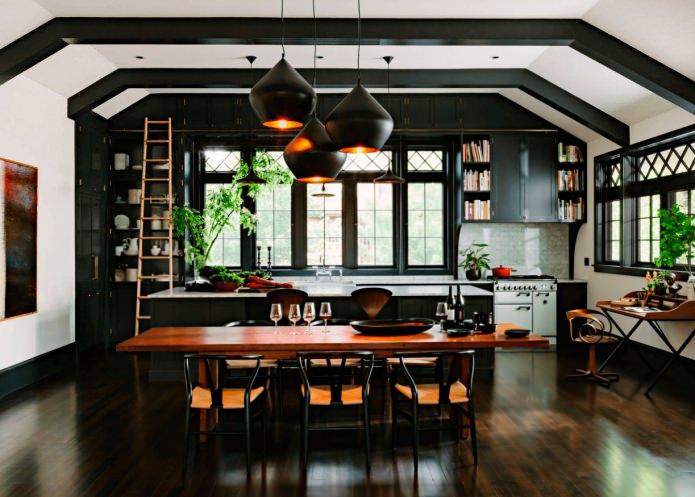 bel ensemble noir dans la cuisine