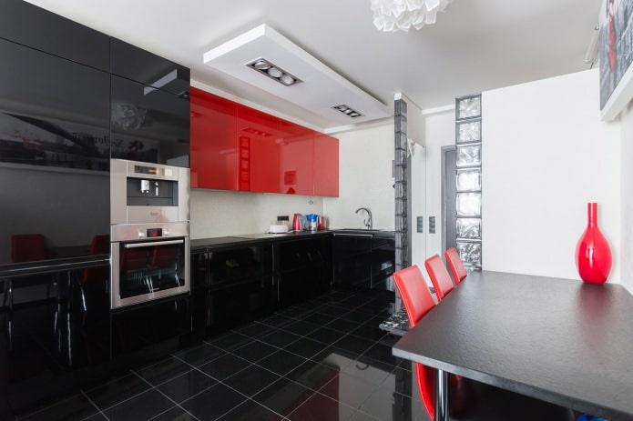 Casque moderne noir et rouge