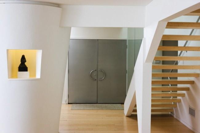 La porte d'entrée en acier doit garantir une protection contre les intrusions extérieures indésirables.