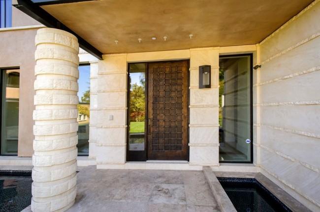 Une porte en acier de haute qualité assurera l'isolation thermique et phonique de la pièce