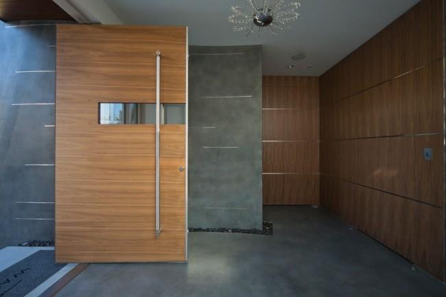 Portes en métal avec finition en bois massif