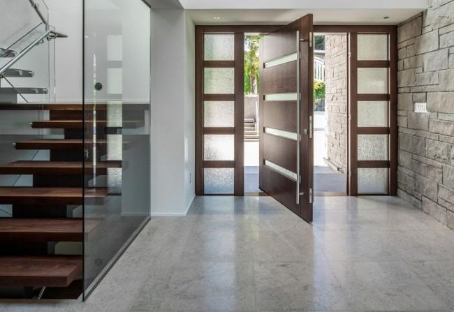 Portes en métal avec finition en bois massif - beauté et durabilité en une seule personne