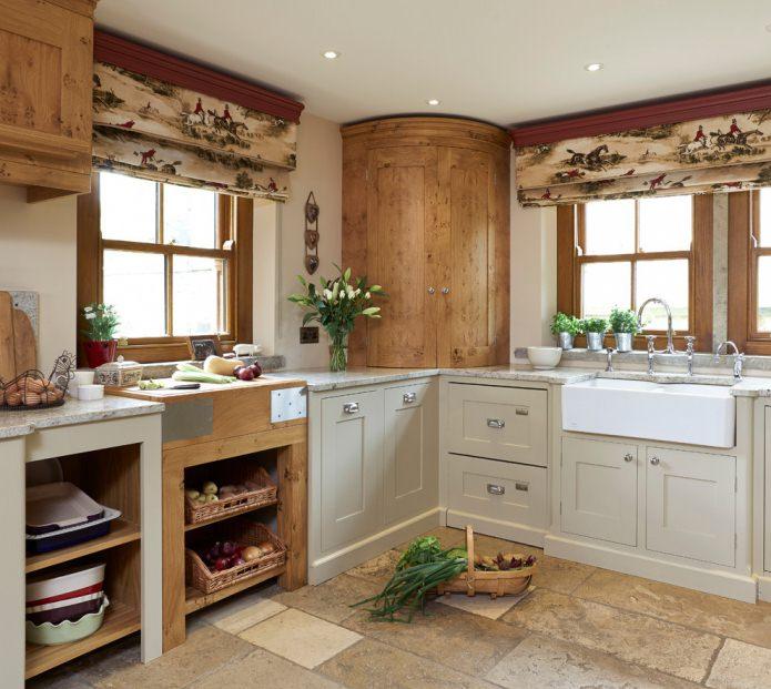 deux fenêtres dans la cuisine de style campagnard