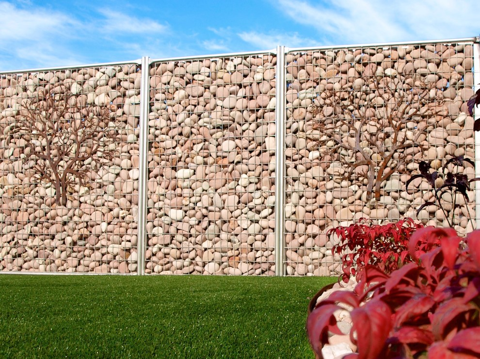 Clôture en gabions avec éléments décoratifs