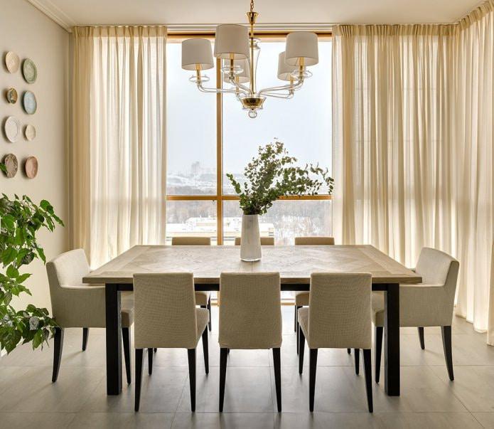 rideaux dans la salle à manger