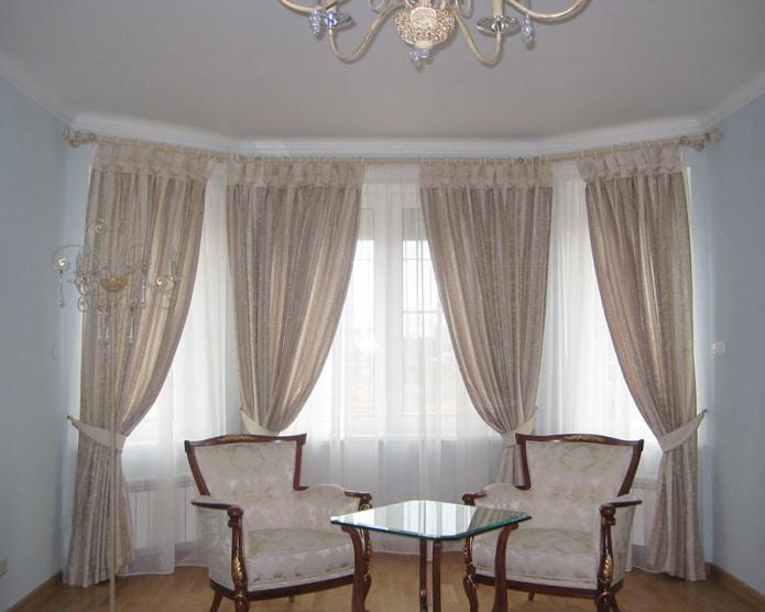 rideaux sur anneaux dans le salon
