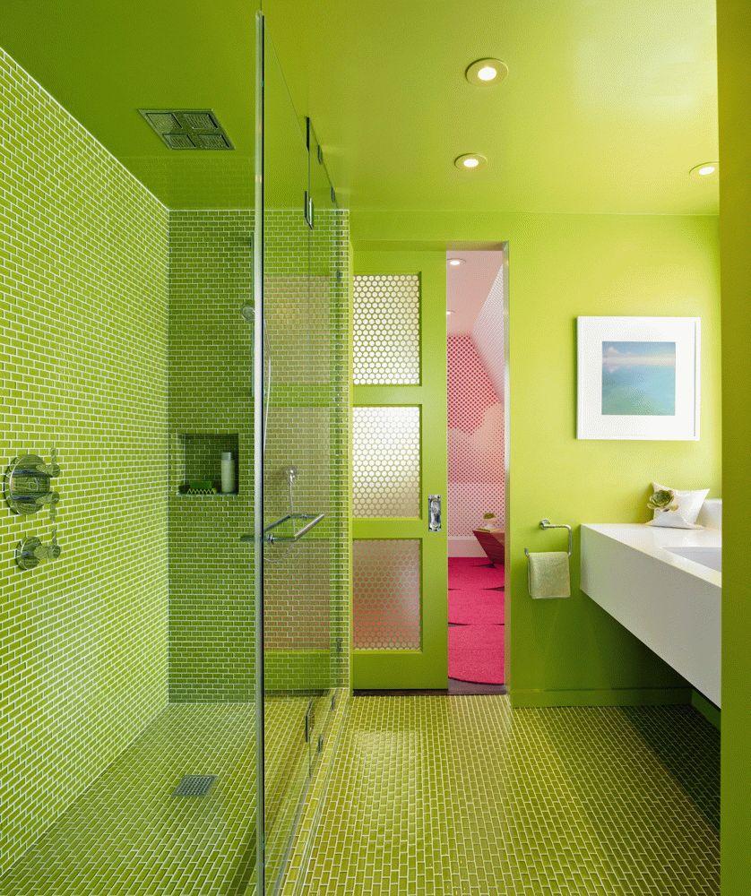 Porte verte coulissante avec inserts en verre
