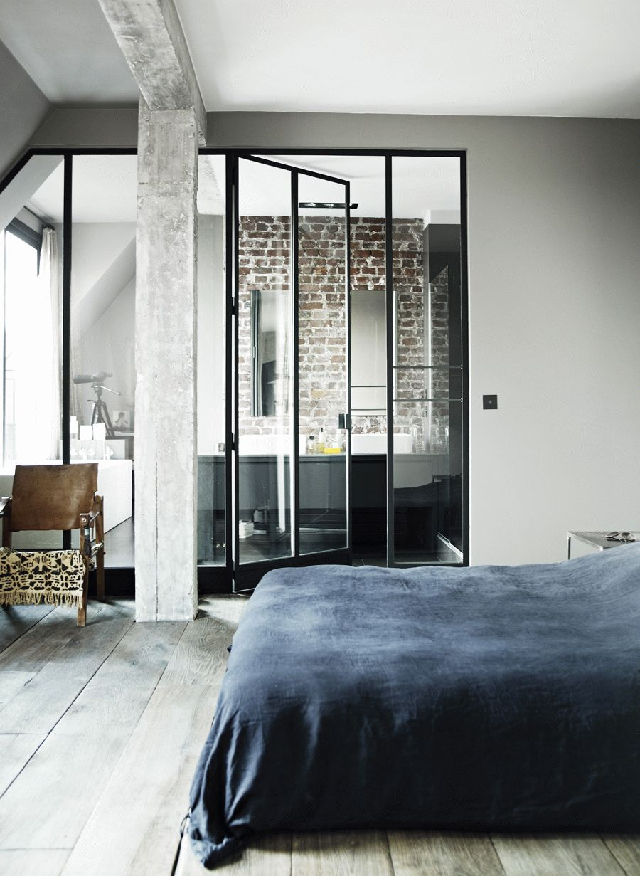 Porte vitrée vers salle de bain et WC