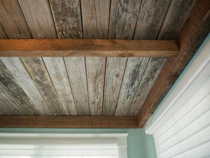 plafond en bois ancien