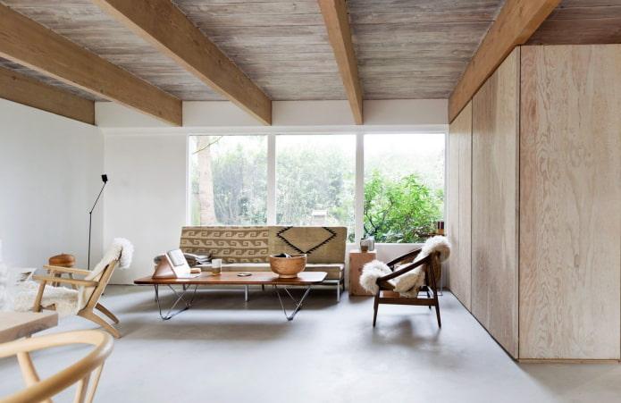 plafond en bois avec poutres dans le salon