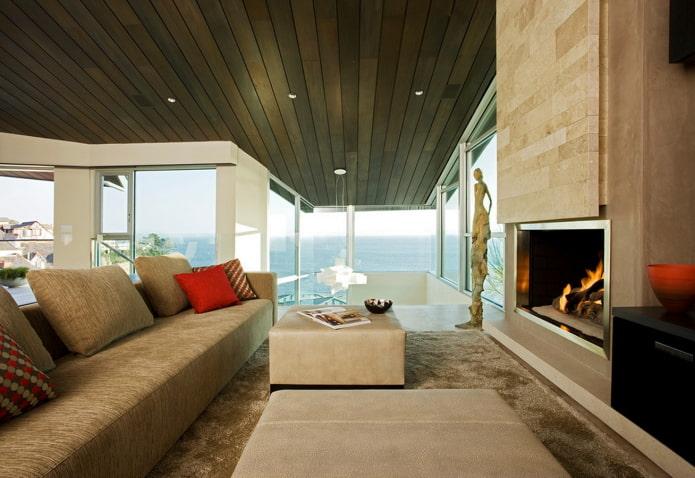 plafond en bois marron dans le salon