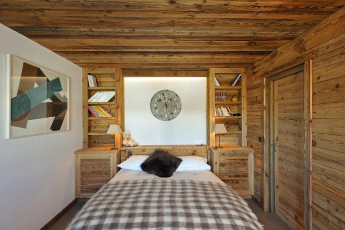 plafond en bois roulant dans le mur