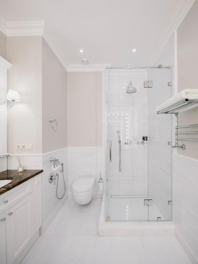 teintes chaudes dans la salle de bain