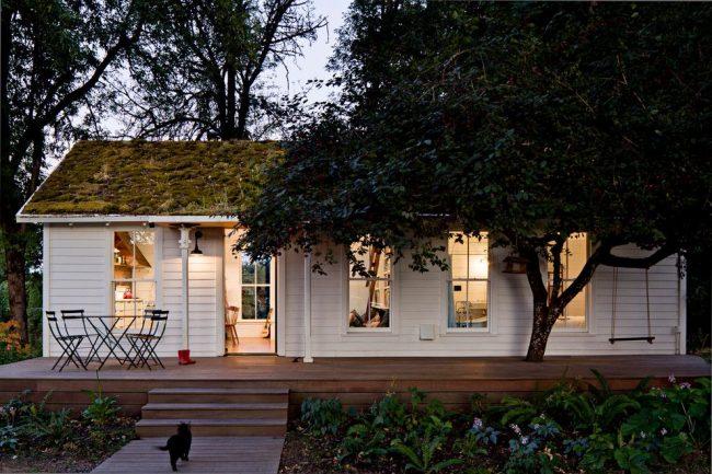 Projet de terrasse design typique, combiné avec l'entrée de la maison