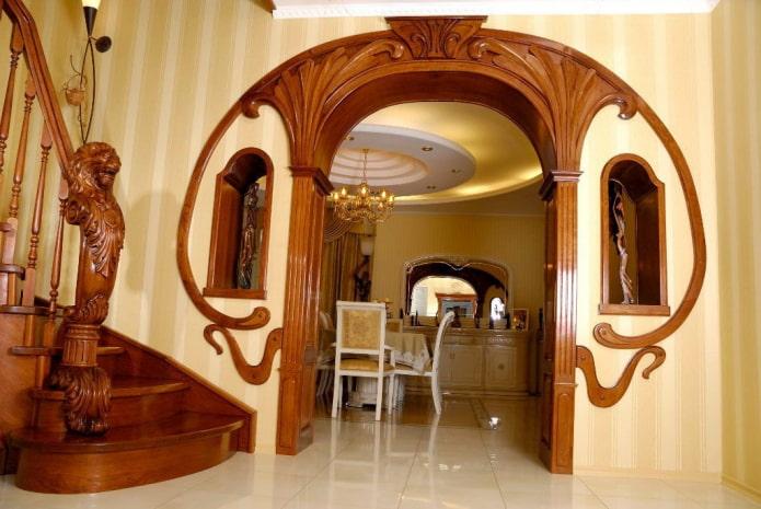 arche en bois courbé de style art nouveau