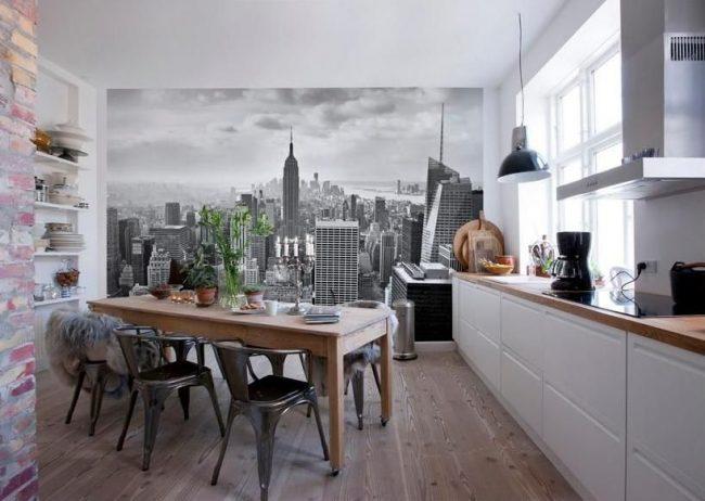 Papiers peints de la ville dans la cuisine dans le style loft