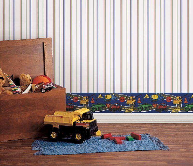 Une bordure en bas du mur protégera le papier peint de la saleté